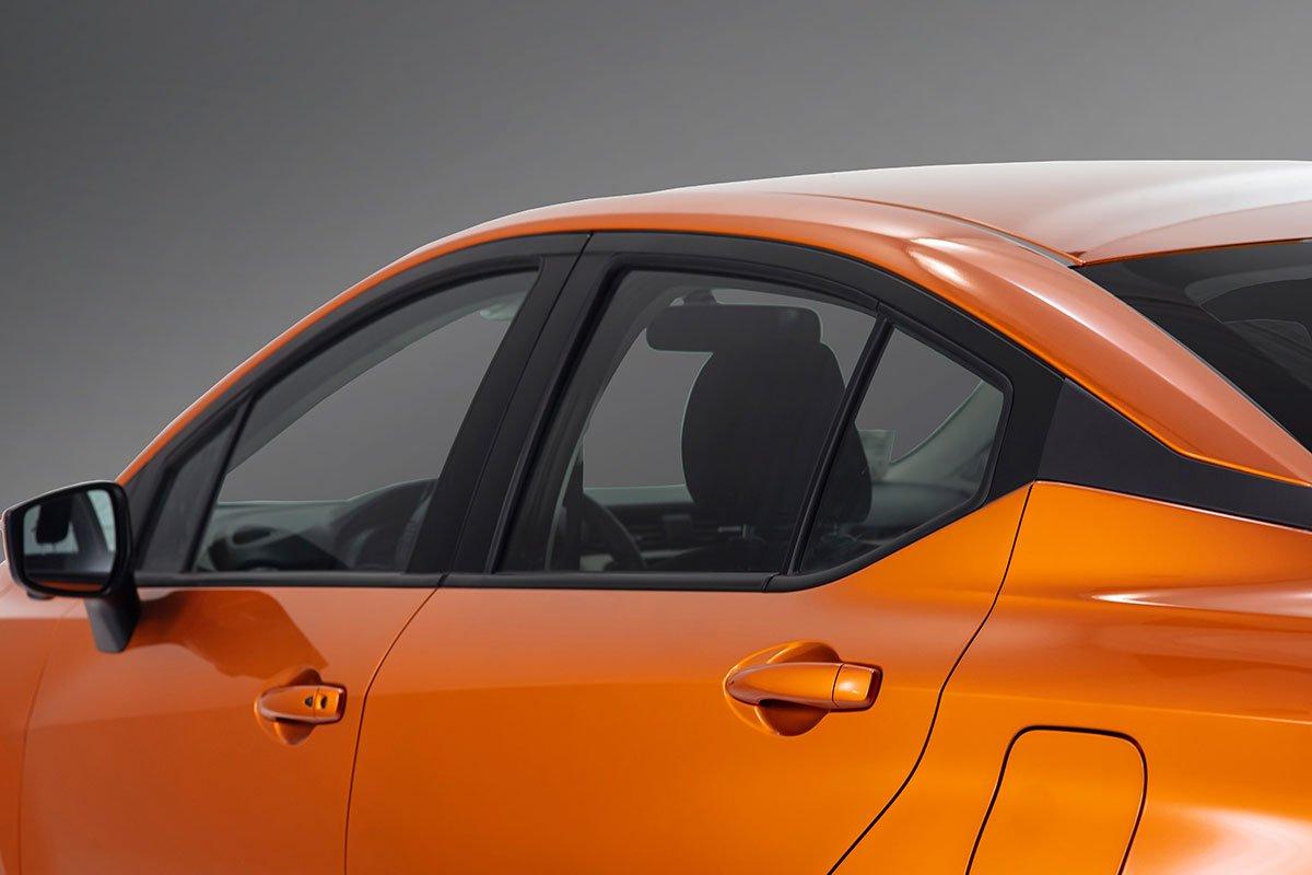 thân xe Nissan Almera mới nhất.