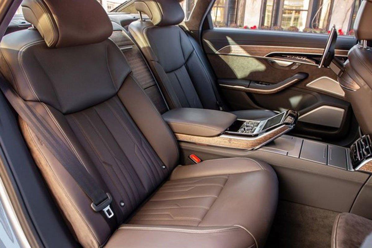 ghế ngồi trên xe Audi A8 2021.