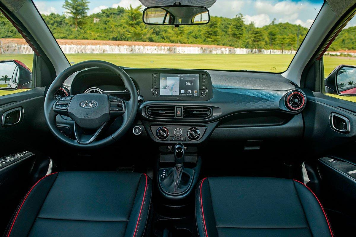 Khoang lái Hyundai Grand i10 2021.