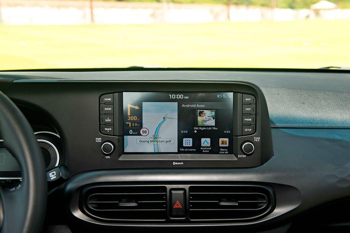 màn hình hiển thị thông tin trên Hyundai Grand i10 2021.