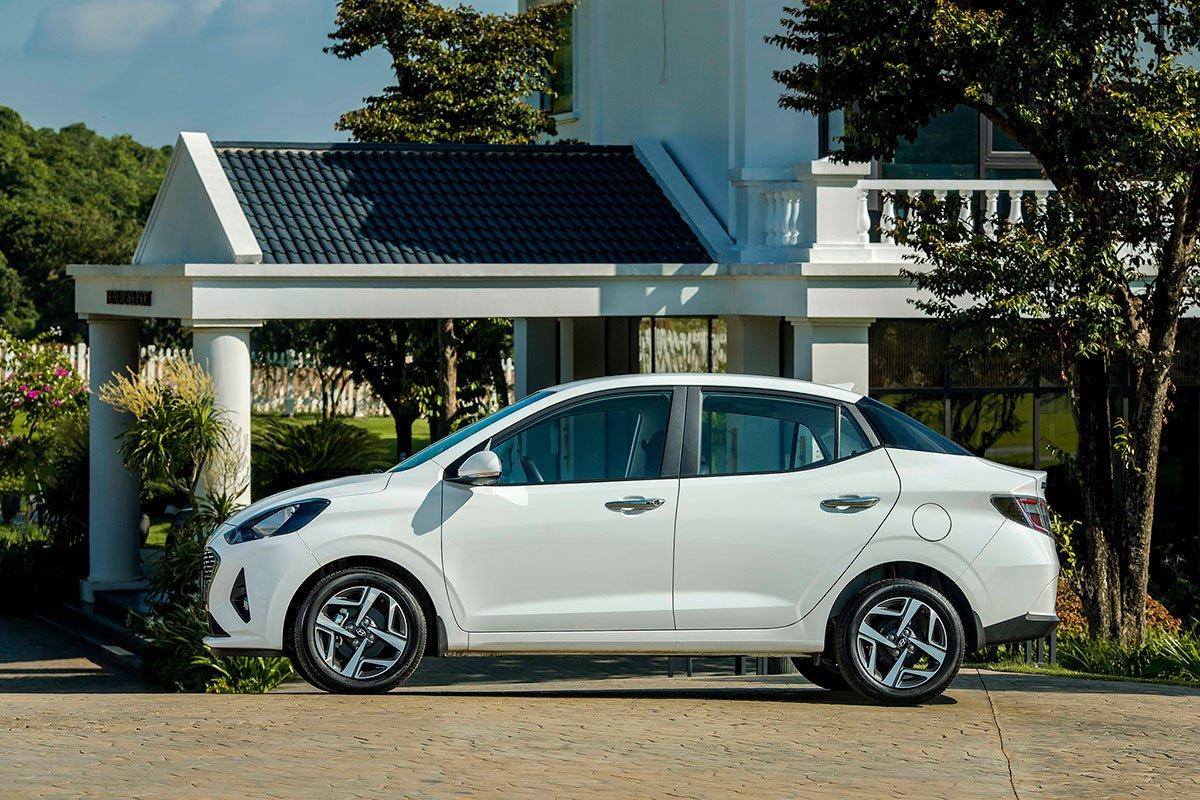 Thân xe Hyundai Grand i10 Sedan 2021.