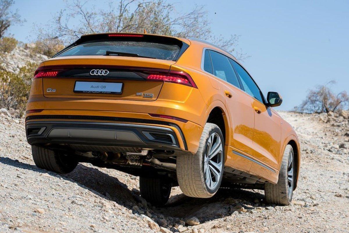 đuôi xe Audi Q8 2021.