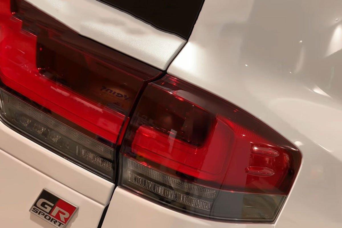 Toyota Land Cruiser 2022 lần đầu lộ diện ngoài đời thực tại Việt Nam, có gì hấp dẫn? a6