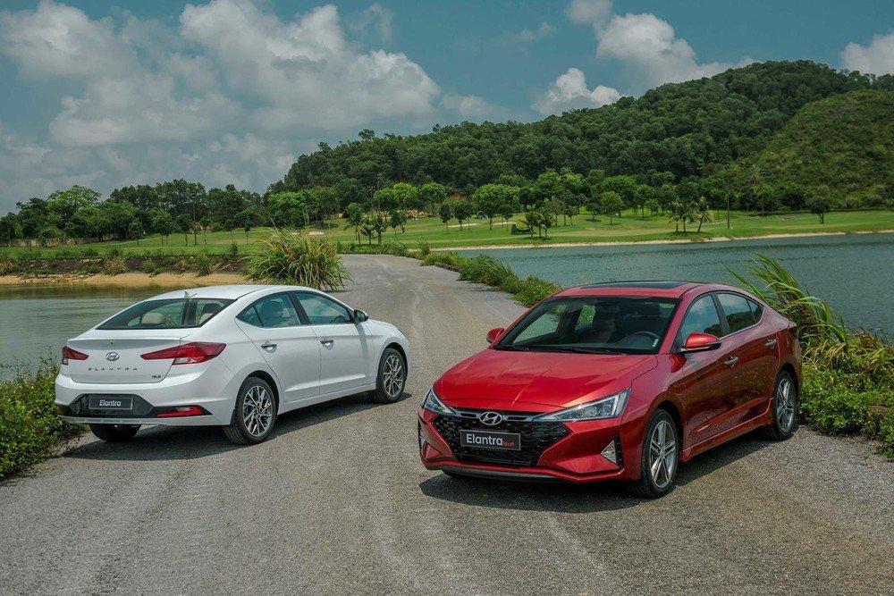 Ảnh ngoại thất Hyundai Elantra và Elantra Sport tại Việt Nam..