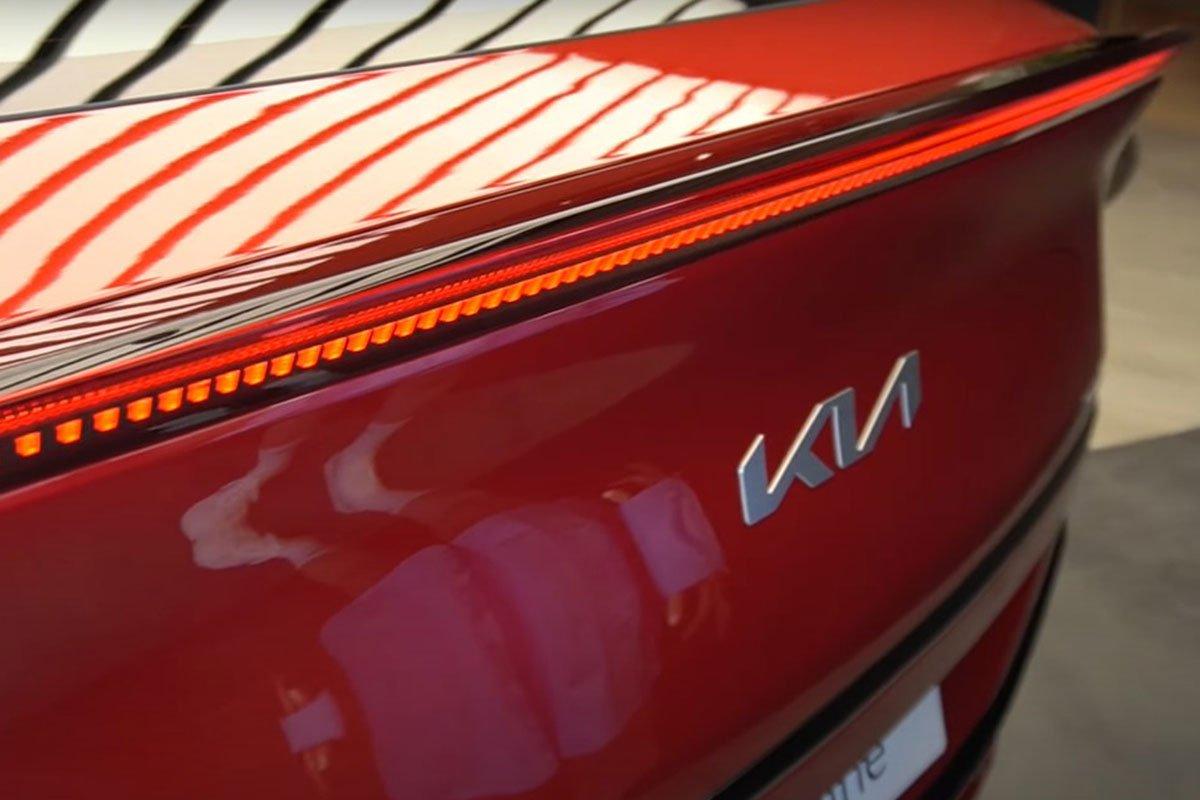 Đây là ô tô điện Kia EV6 ngoài đời thực, có nét giống Lamborghini Urus a6