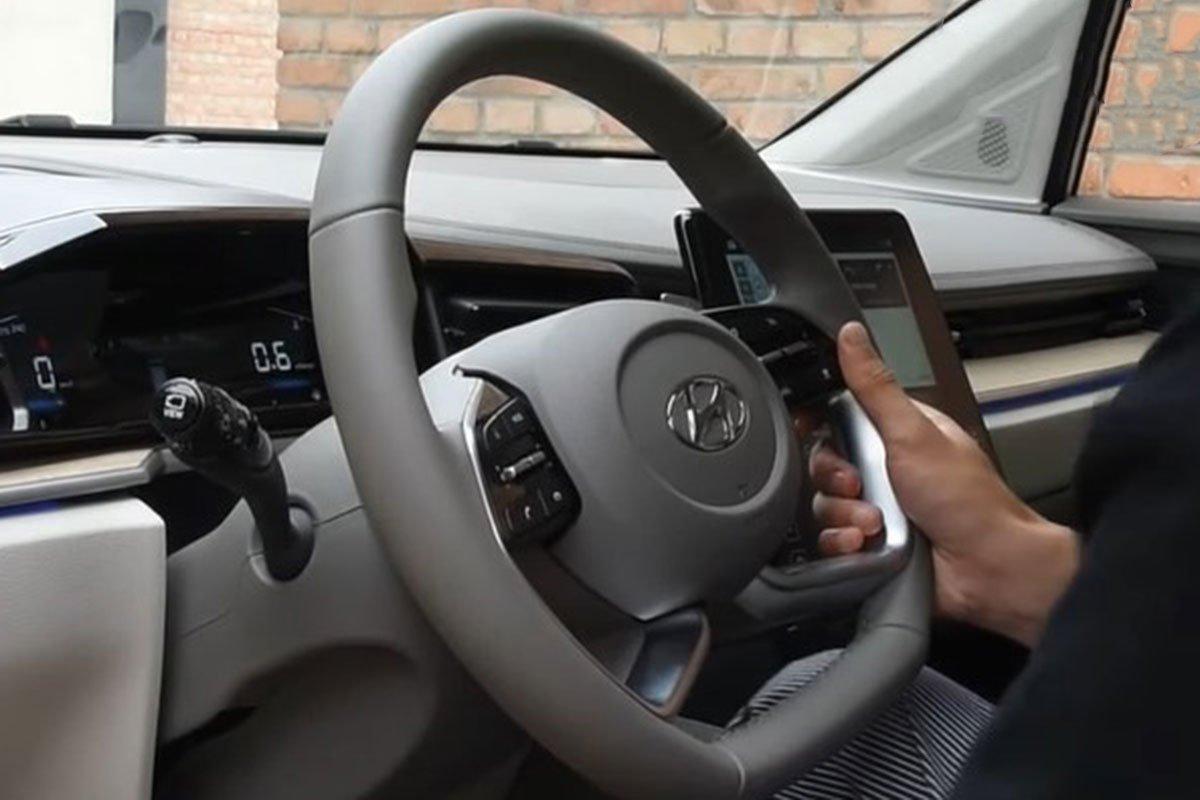 """""""Bóc tem"""" Hyundai Custo 2022: Tucson bản MPV có nội thất như xe Tesla a8"""