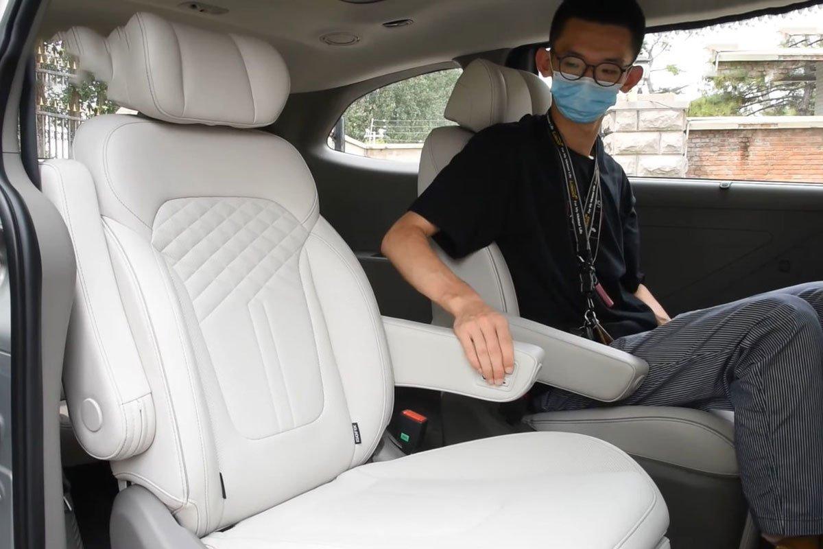 """""""Bóc tem"""" Hyundai Custo 2022: Tucson bản MPV có nội thất như xe Tesla a13"""
