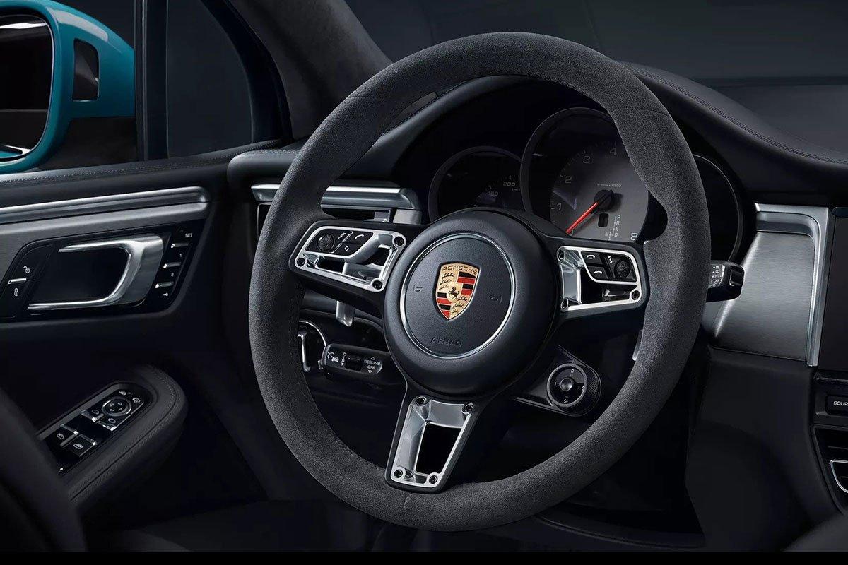 vô-lăng xe Porsche Macan.
