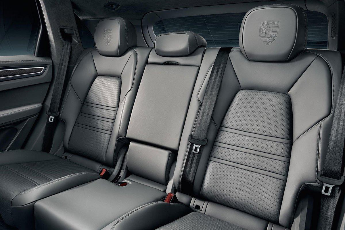ghế trên xe Porsche Cayenne.