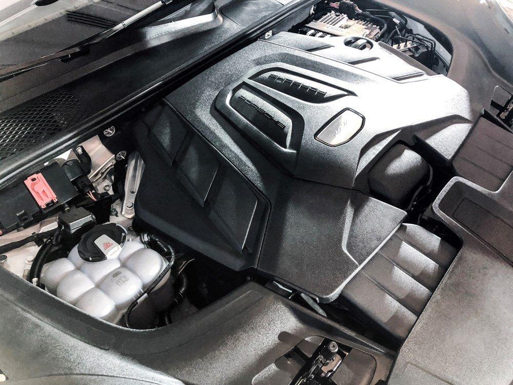 Động cơ xe Porsche Cayenne 2021.