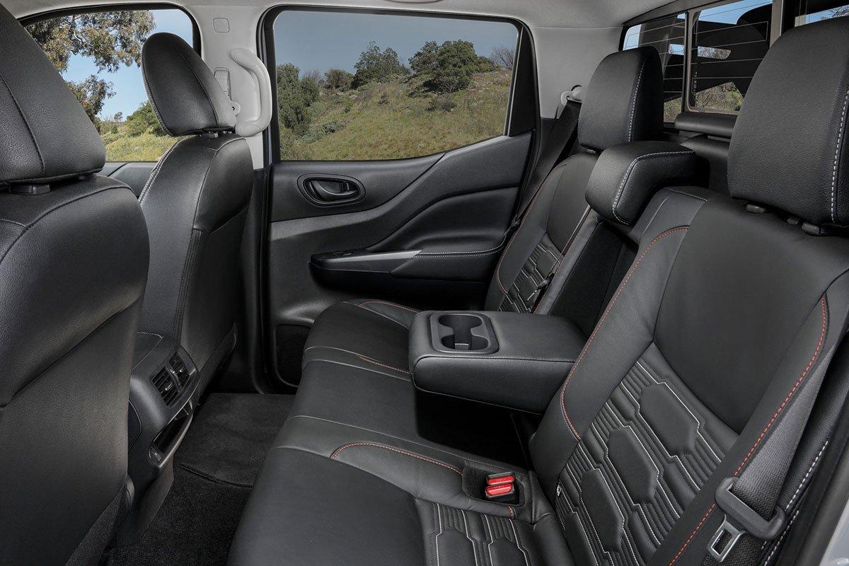 ghế sau Nissan Navara .