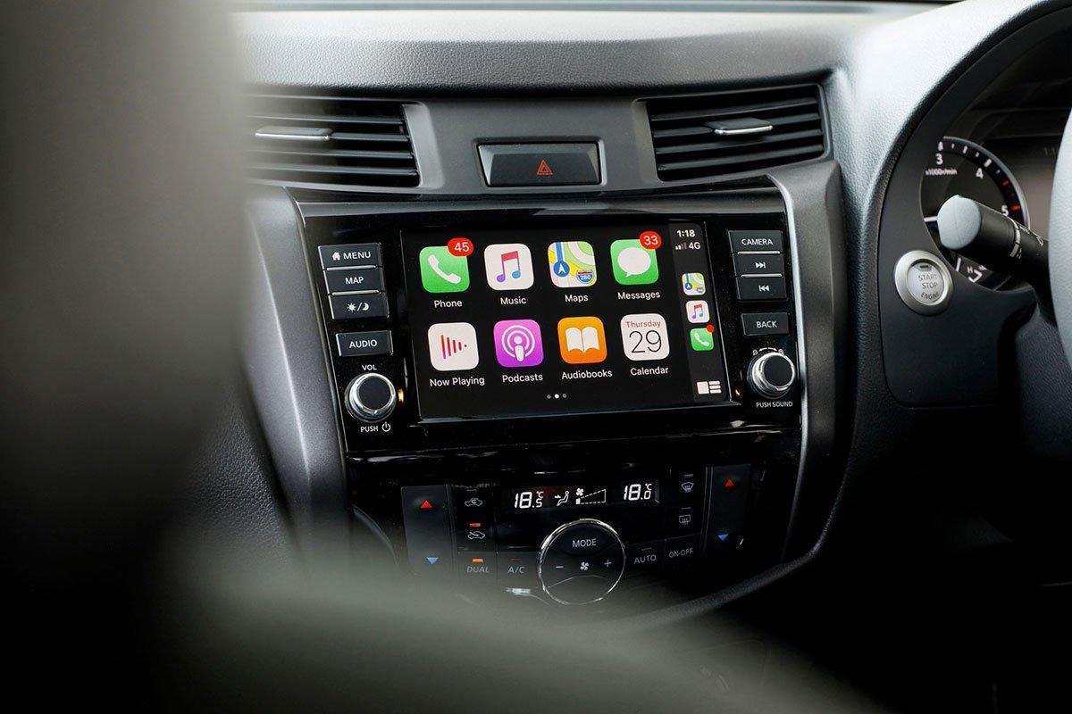 màn hình thông tin giải trí Nissan Navara .