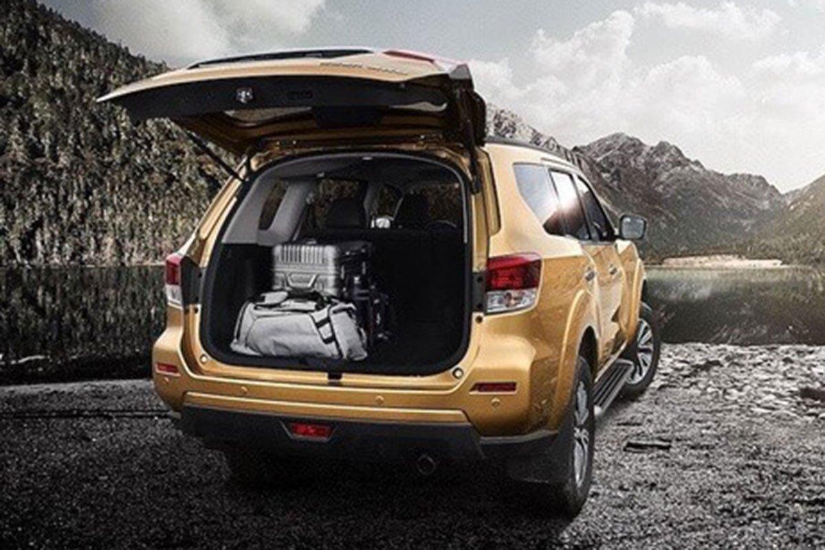 khoang hành lý Nissan Terra 2021.