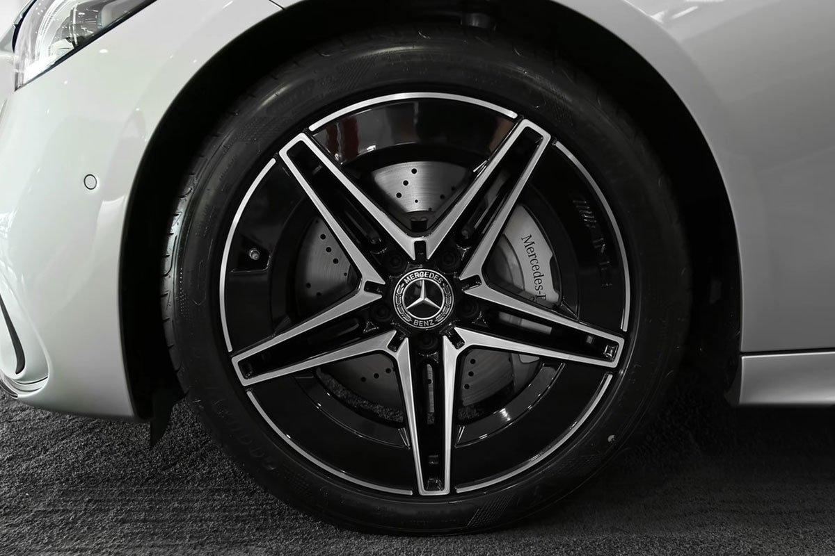 Mercedes-Benz C 300 AMG 2022 lộ diện thực tế: Đại lý Việt Nam nhận cọc, hẹn giao xe cuối năm a7