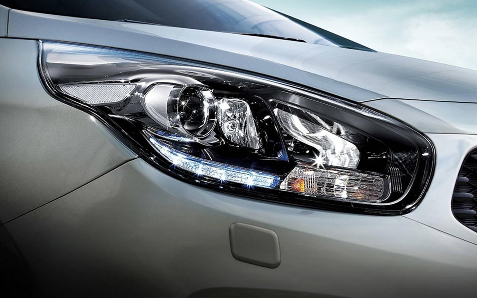 đèn pha xeKia Rondo2021.