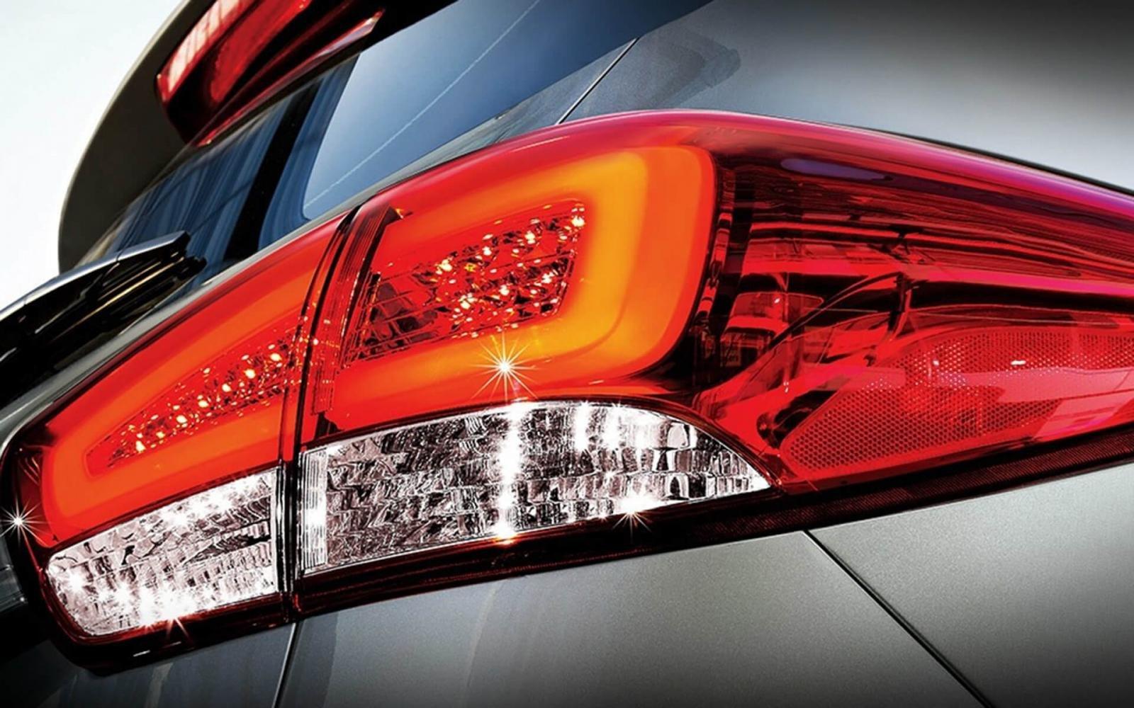 đèn hậu xeKia Rondo2021.
