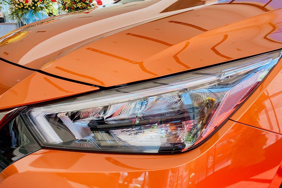 Cụm đèn pha LED trên Nissan Almera 2021.