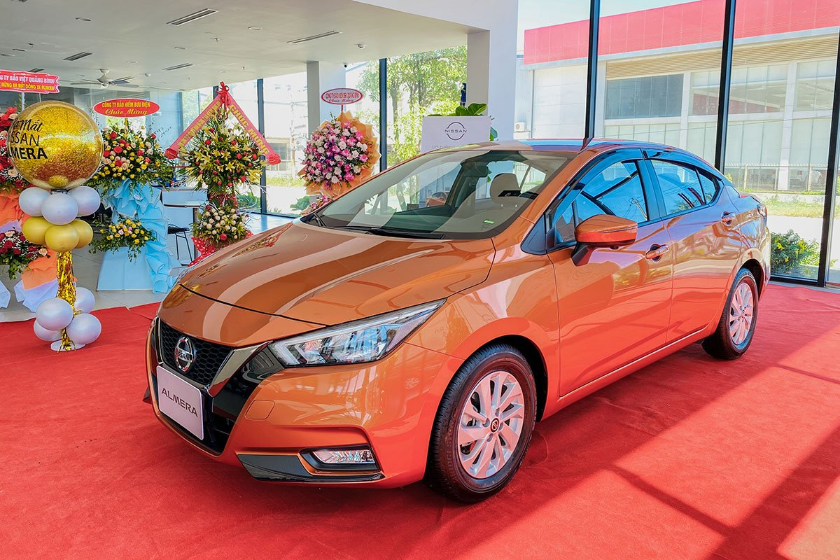 Nissan Almera 2021 tại đại lý.
