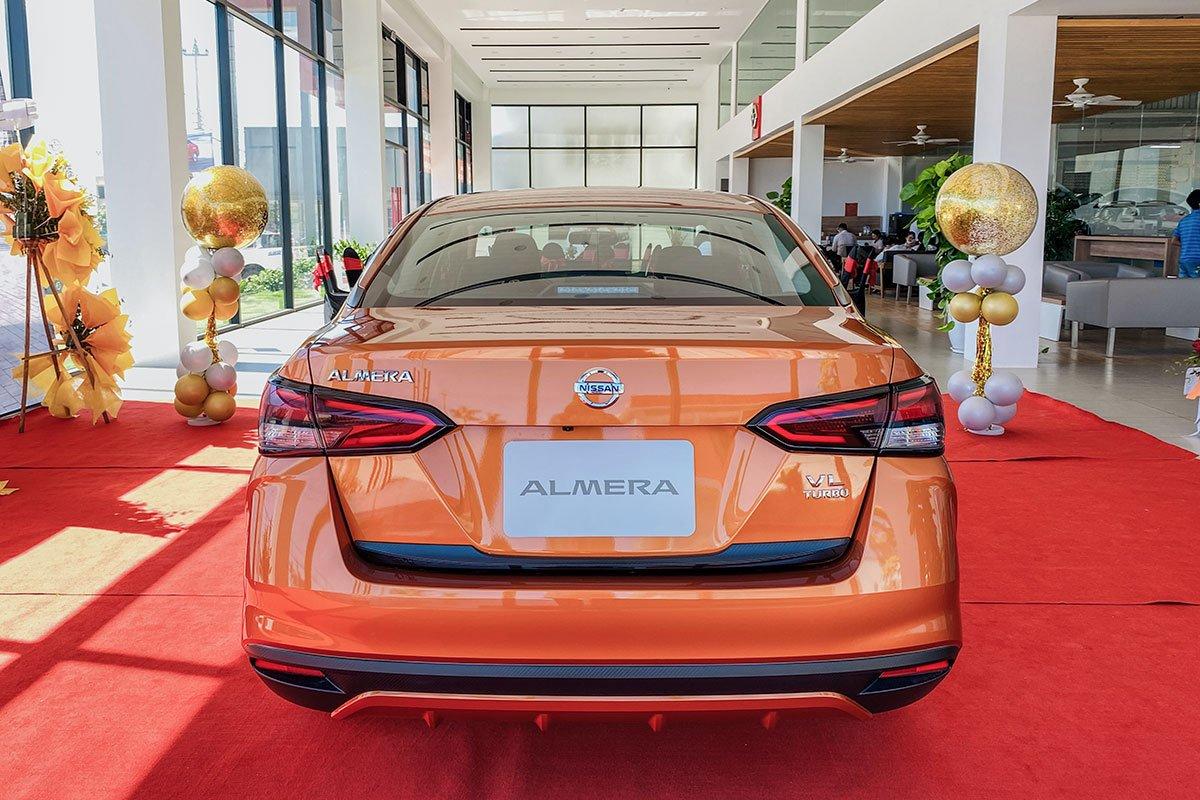 Đuôi xe Nissan Almera 2021.