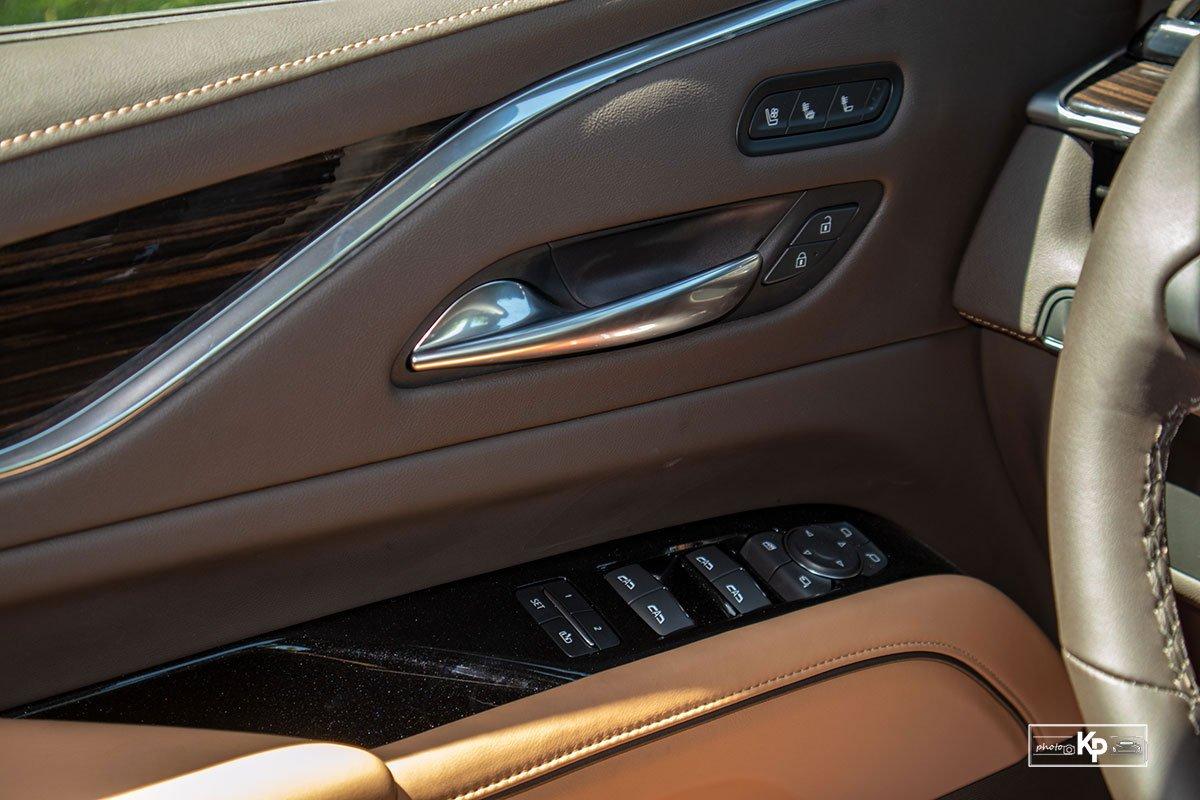 Ảnh Táp-li cửa xe Cadillac Escalade 2021