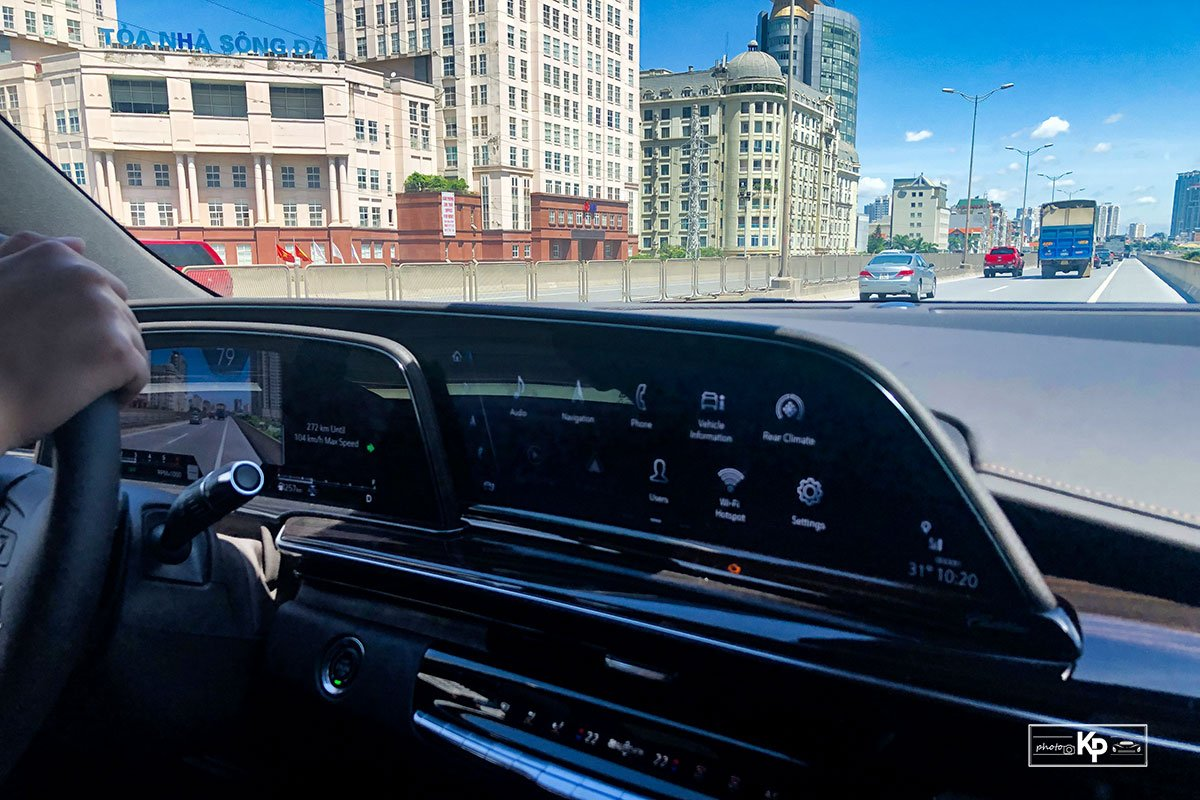 Ảnh Vận hành xe Cadillac Escalade 2021 a1