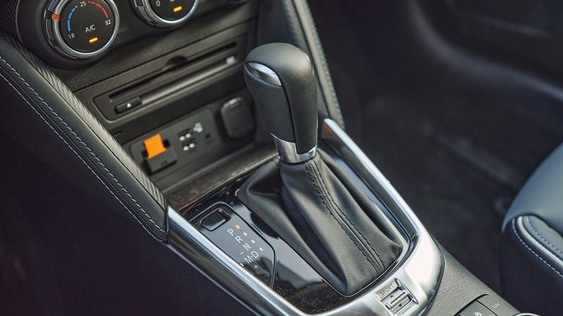 cần số trên Mazda 2 2021.