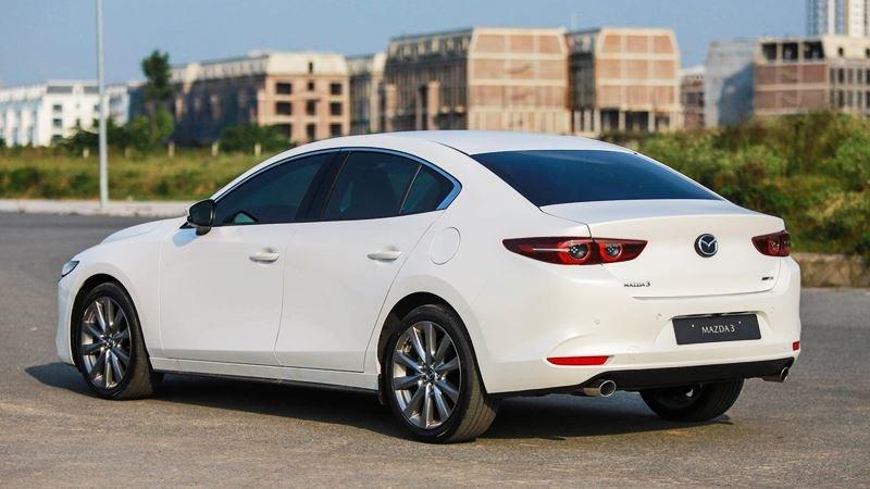 đuôi xe Mazda 3 2021.