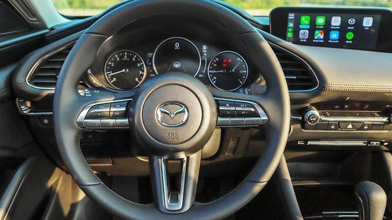 vô-lăng xe Mazda 3 2021.