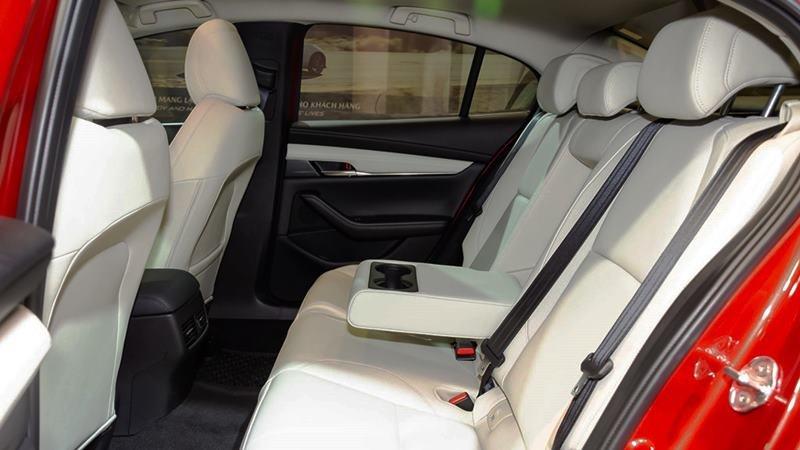 hàng ghế sau xe Mazda 3 2021.