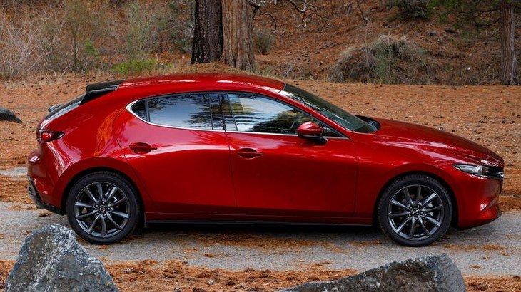 thân xe Mazda 3 2021.