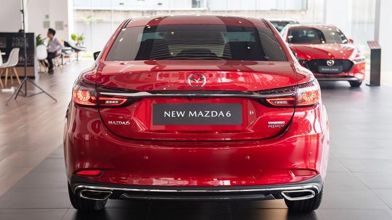 đuôi xe Mazda 6 2021.
