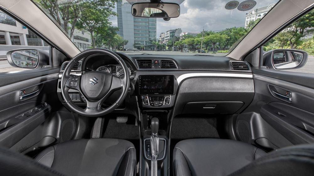 khoang lái Suzuki Ciaz 2021.