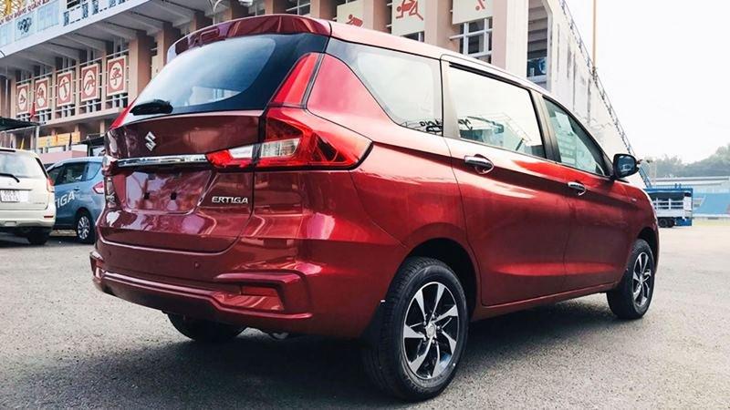 đuôi xe Suzuki Ertiga Sport.