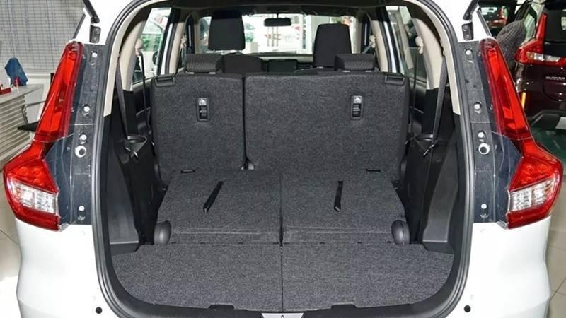 khoang hành lý Suzuki Ertiga.