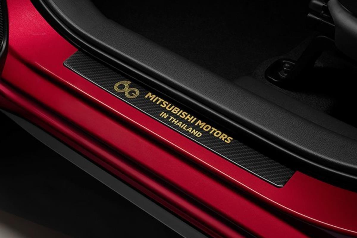 Mitsubishi Xpander Passion Red Edition đuôi xe 1