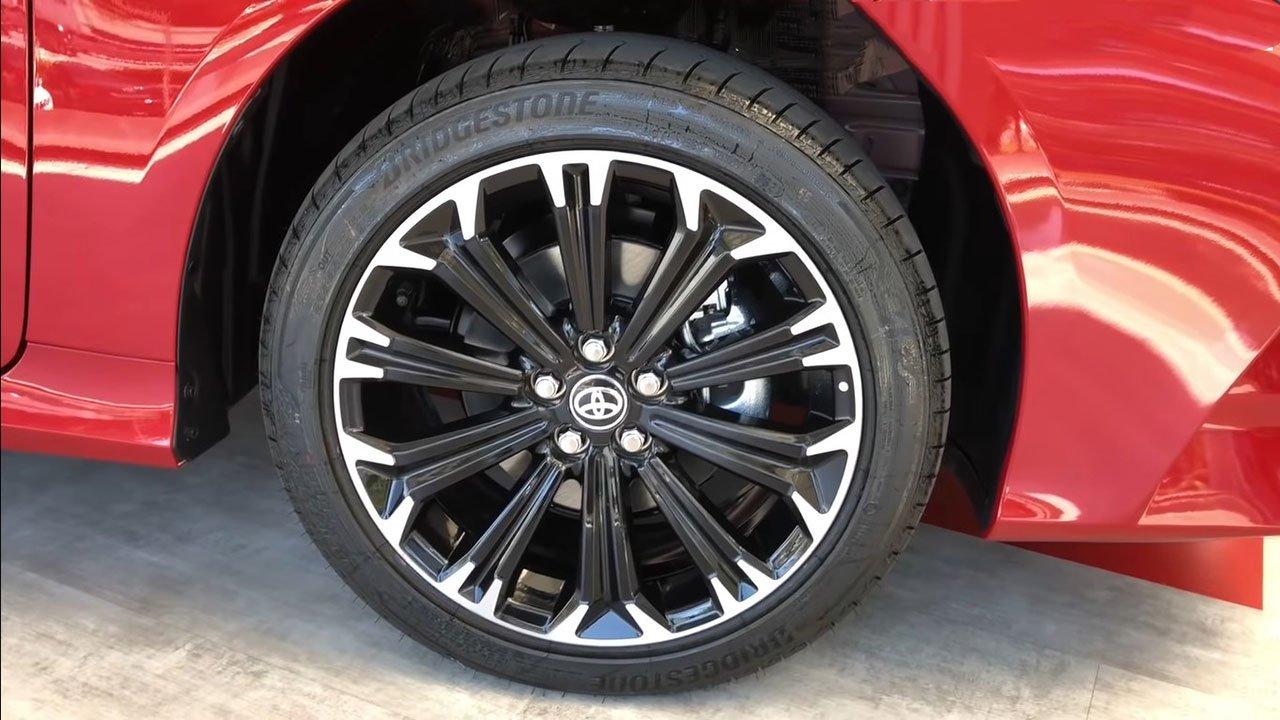 Diện kiến Toyota Corolla Altis GR Sport 2021 tại đại lý a5