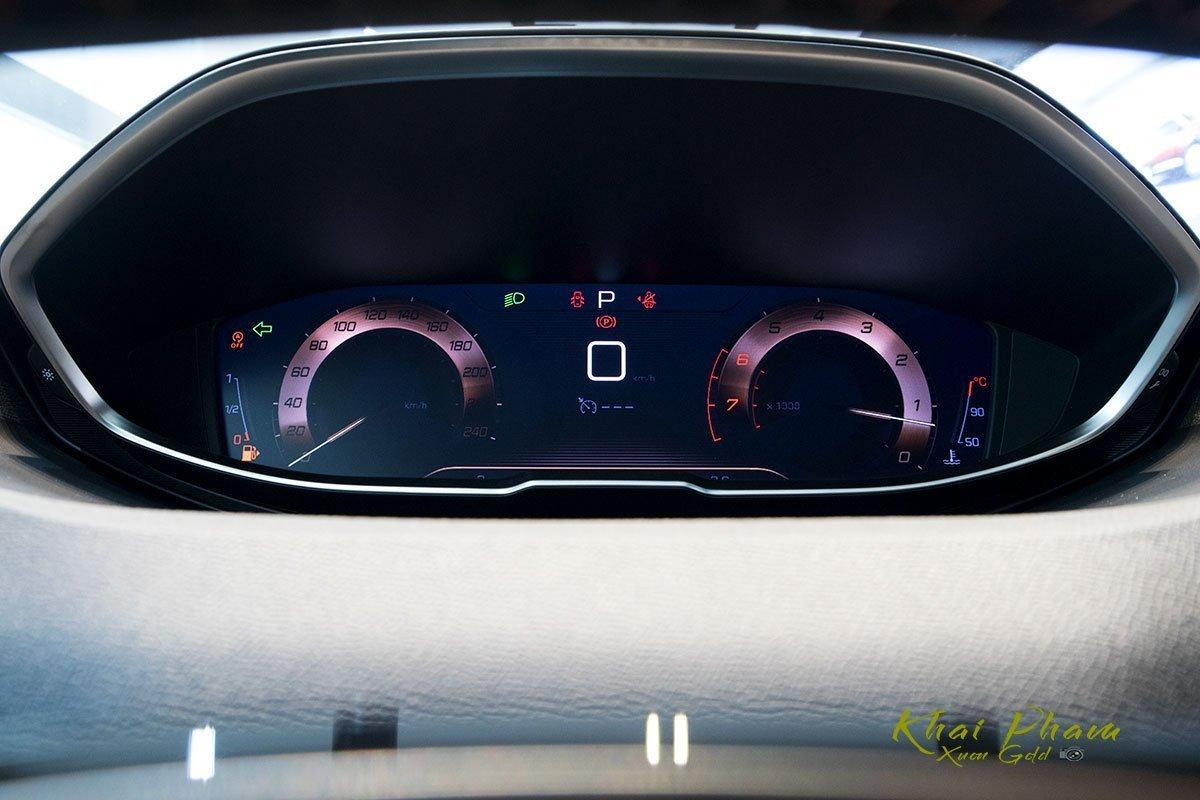 đồng hồ hiển thị thông tin Peugeot 5008.