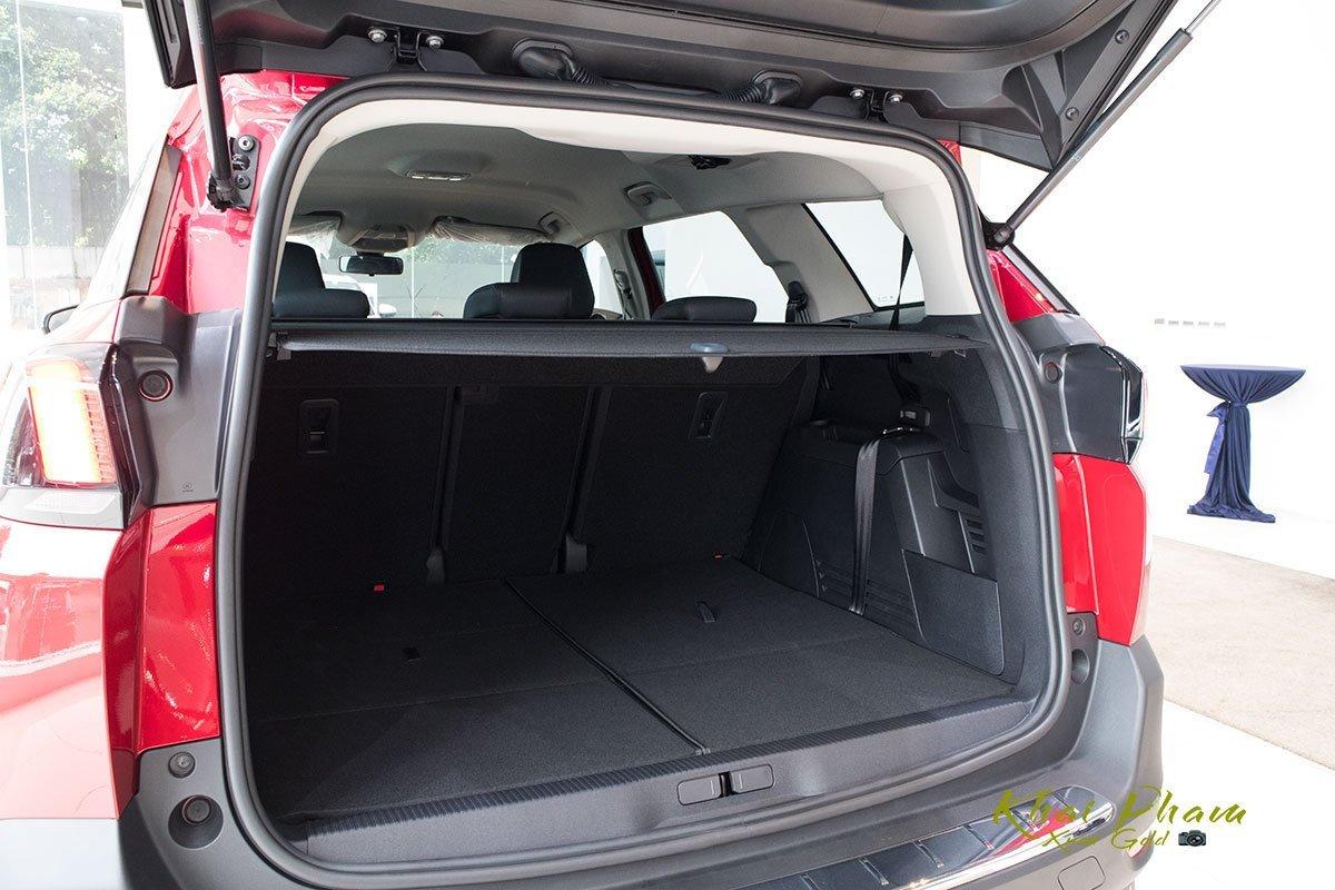 khoang hành lý Peugeot 5008.