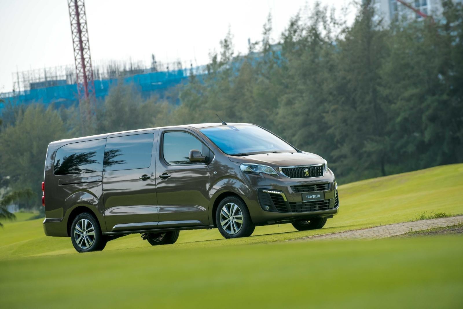động cơ Peugeot Traveller 2021 .