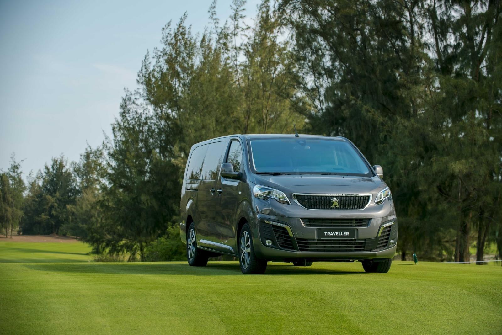 Giá xe Peugeot Traveller mới nhất.