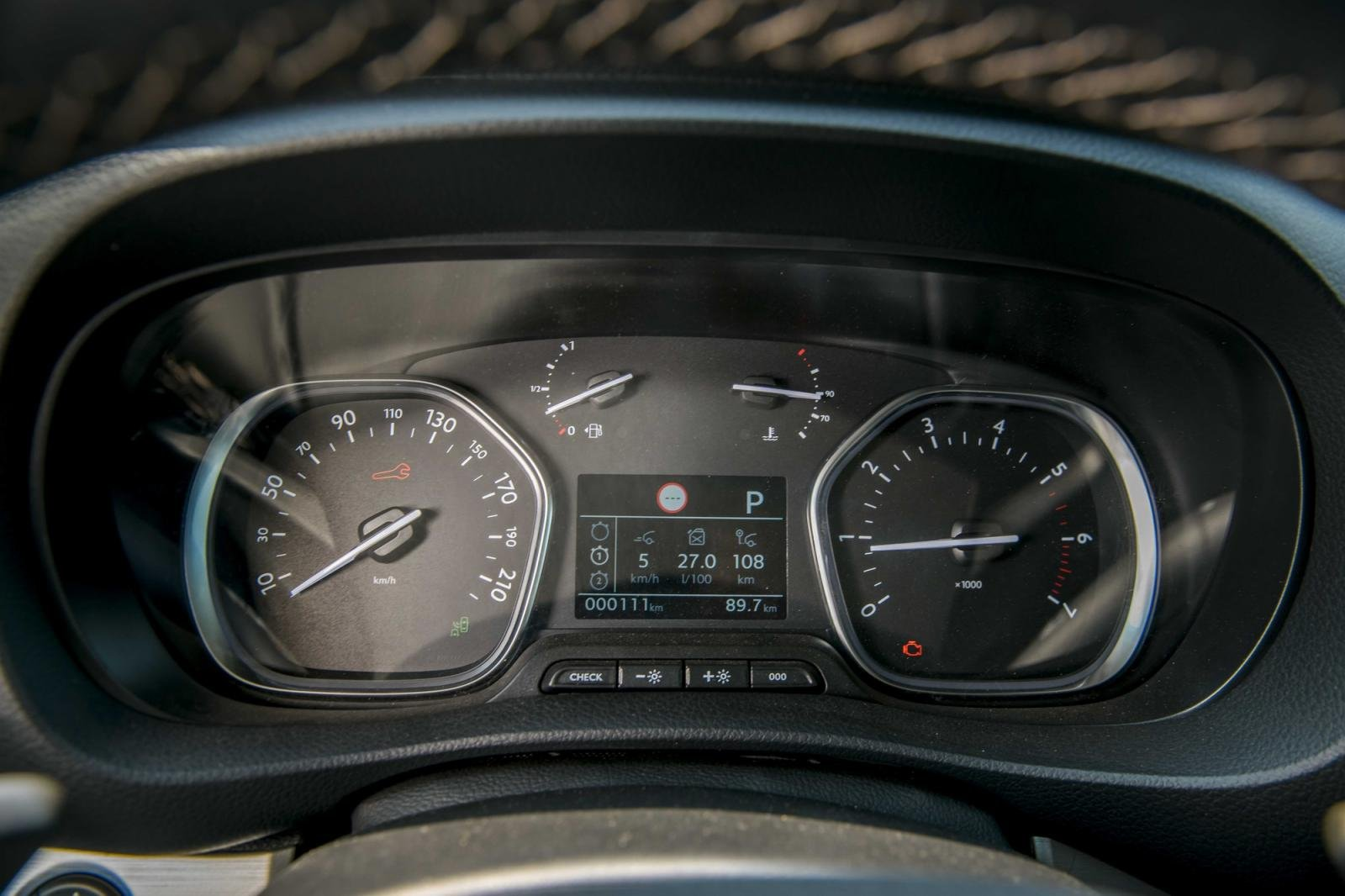 đồng hồ thông tin Peugeot Traveller 2021 .