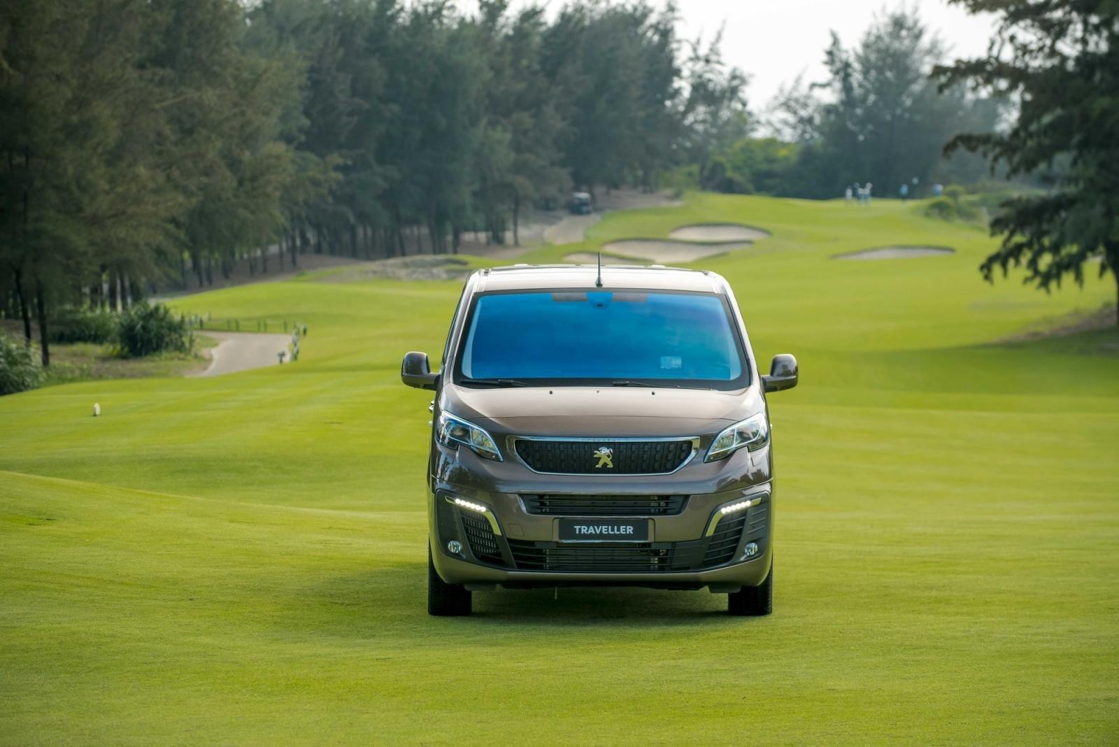 đầu xe Peugeot Traveller 2021 .