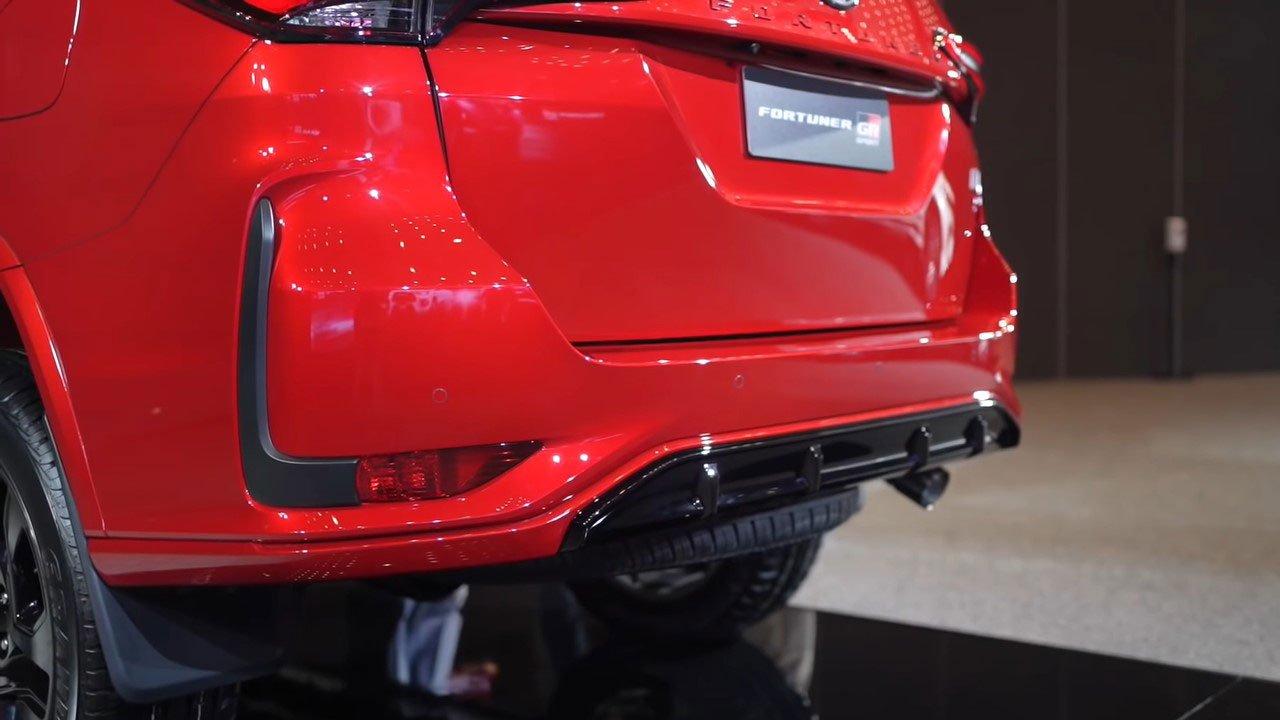 Bóc tem thực tế Toyota Fortuner GR Sport 2021 vừa ra mắt a38