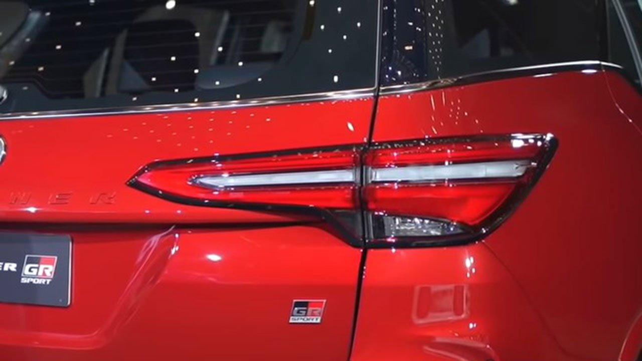 Bóc tem thực tế Toyota Fortuner GR Sport 2021 vừa ra mắt a7