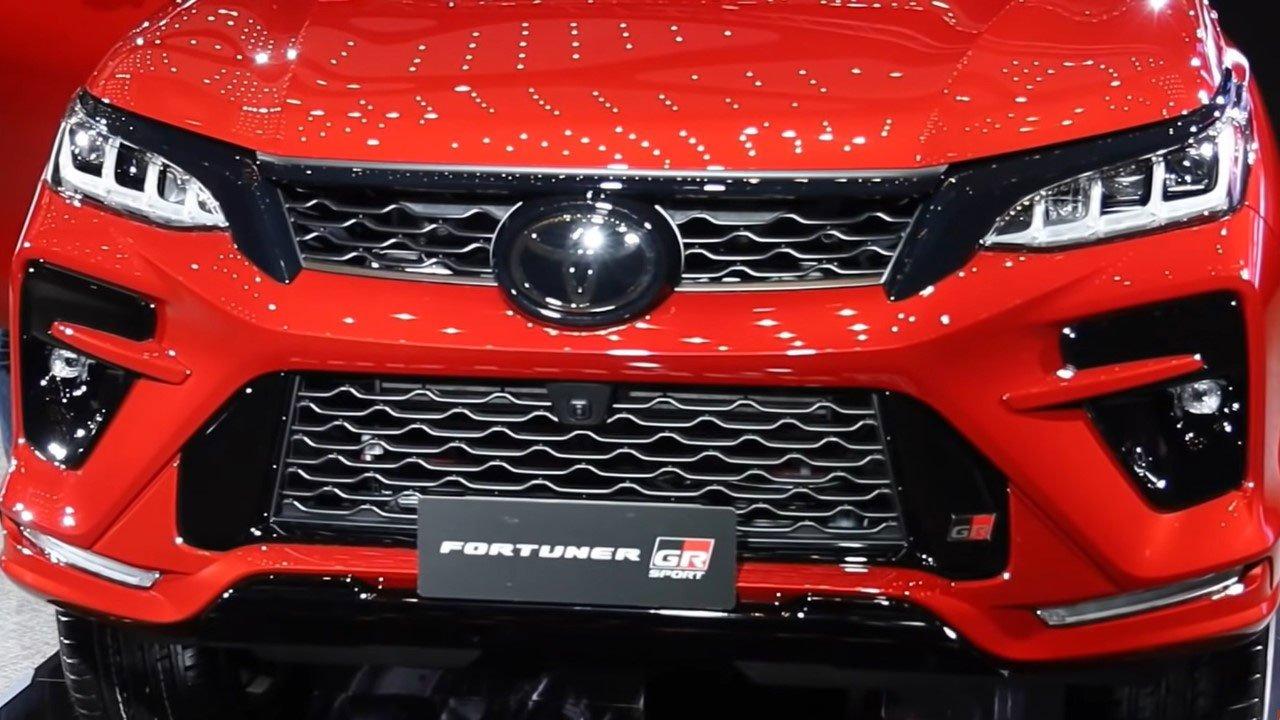 Bóc tem thực tế Toyota Fortuner GR Sport 2021 vừa ra mắt a3