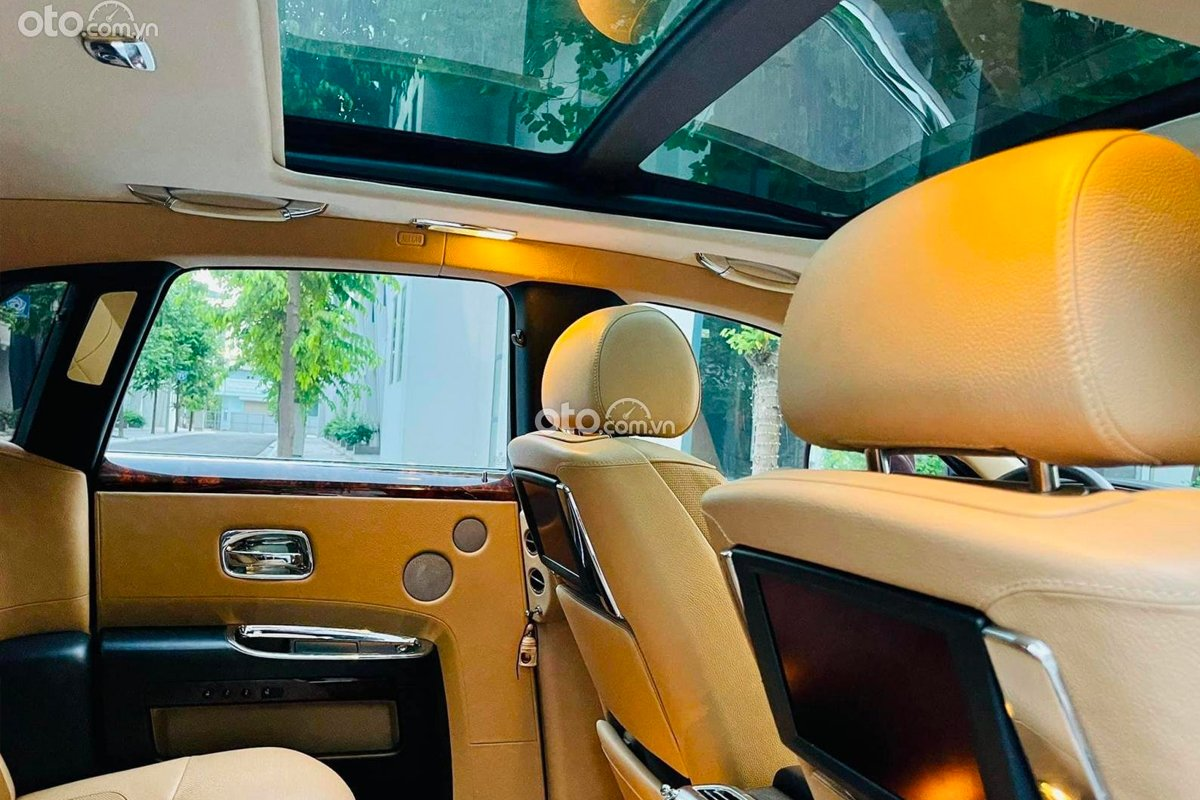 Rolls-Royce Ghost sở hữu các chi tiết nội thất sang trọng