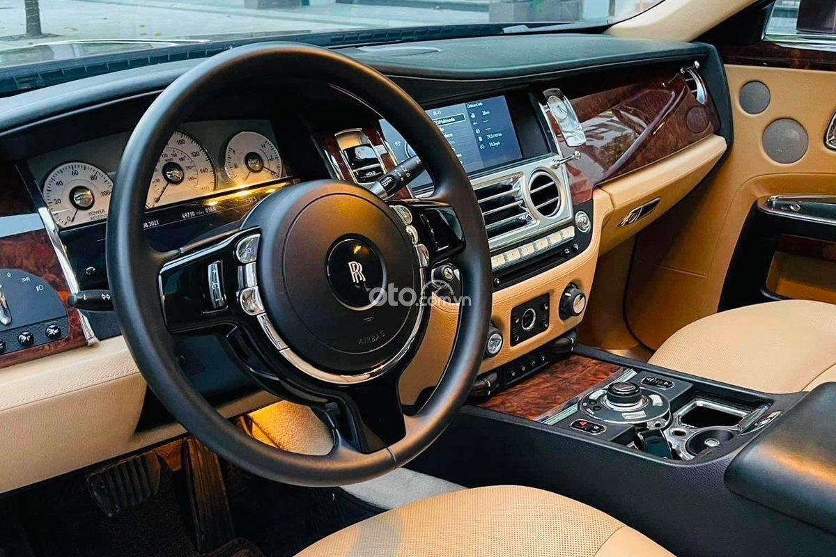 Rolls-Royce Ghost sở hữu khoang nội thất còn rất mới.