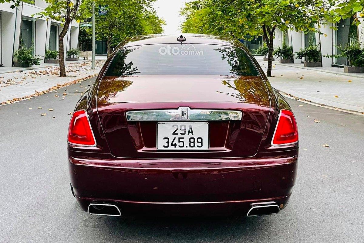 Chiếc siêu xe sang nhà Rolls-Royce này vẫn được chủ nhân giữ gìn với các chi tiết ngoại thất còn khá mới.