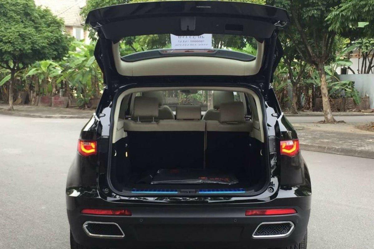 khoang hành lý xe Zotye Z8 2021
