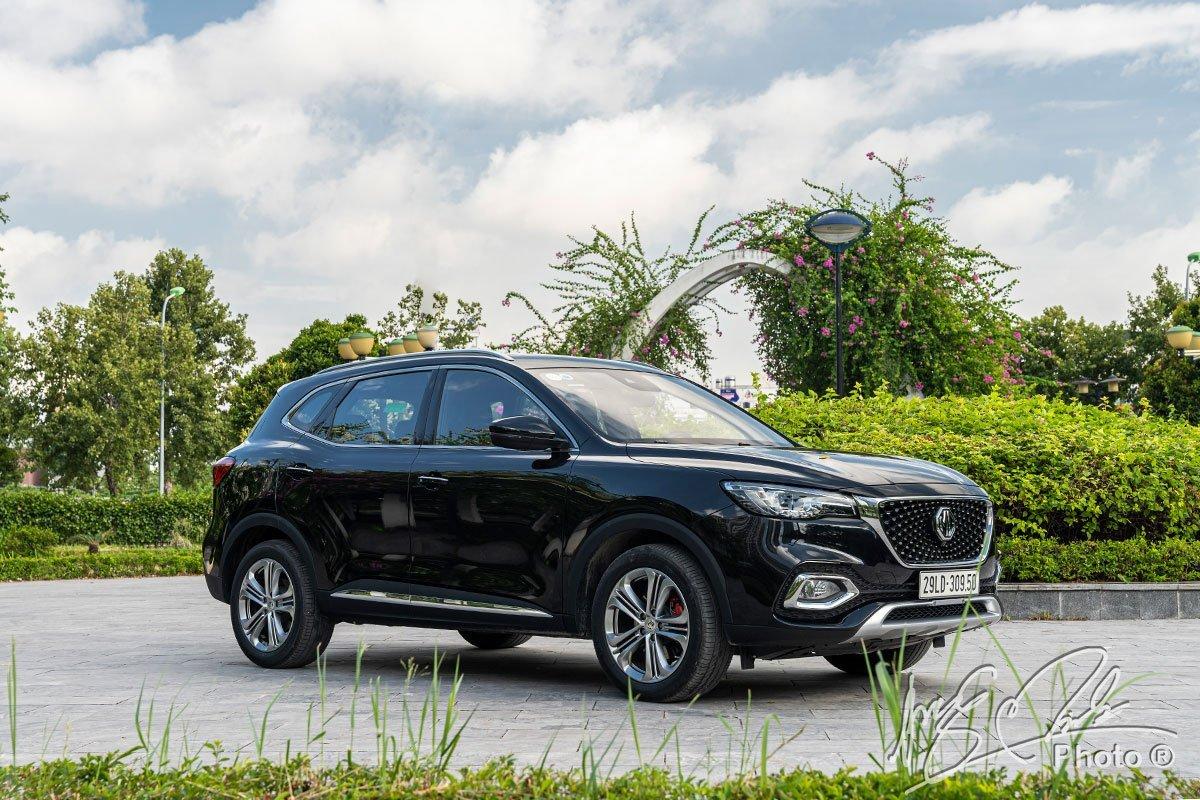 MG HS đang phân phối ra thị trường 3 phiên bản với giá bán dao động từ 719 – 869 triệu đồng